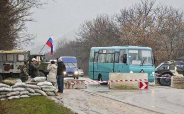 Кримські сепаратисти б'ють журналістів і забирають у них професійну техніку