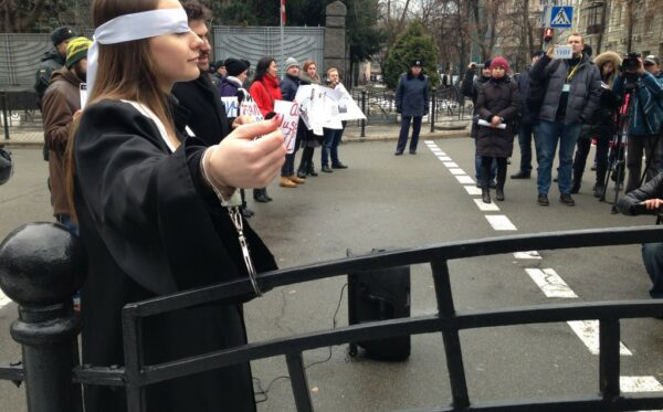Порошенко лобіює законопроект у стилі Януковича