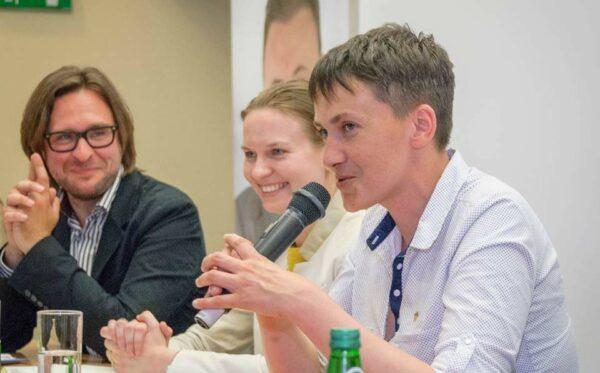 Н. Савченко у Варшаві: «Українські політв'язні потребують вашої підтримки. Звільнивши мене, ви вже знаєте, як це робиться»