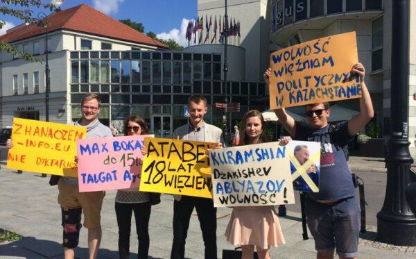 Нурсултан Назарбаєв відвідав Варшаву – акція протесту правозахисників