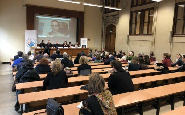Людмила Козловська виступає з промовою на заходах в Сорбонні, Франція, і в Вишеграді, Угорщина