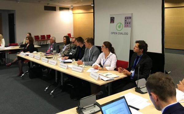 Дебати «Атака на правову державу і громадянське суспільство в Польщі»