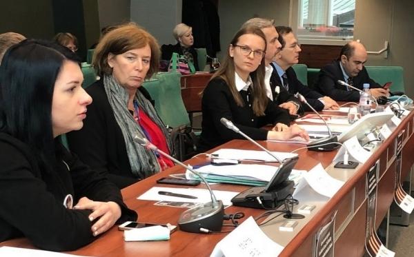 Страсбург: члени ПАРЄ занепокоєні ситуацією з верховенством права, свободою ЗМІ та незалежністю НУО в Польщі