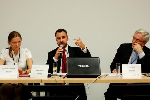 Козловська (зліва) каже, що «Право і Справедливість» напала на неї через активність чоловіка (Фото: UNDP)